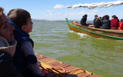 Desenes de xiquets i les seues famílies celebren el Dia de l'Aigua a l'Albufera